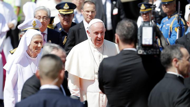 Папа Римский сравнил брак с тюрьмой и посоветовал молиться