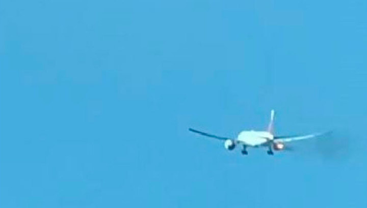 Самолет Philippine Airlines загорелся после взлета. Видео