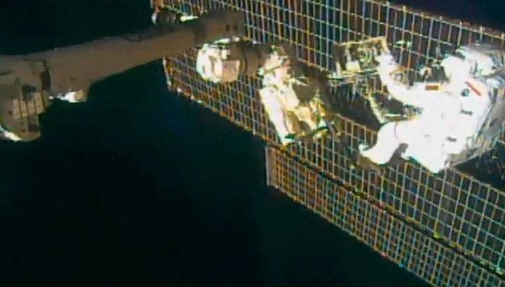 Астронавты МКС вновь выйдут в открытый космос для ремонта спектрометра