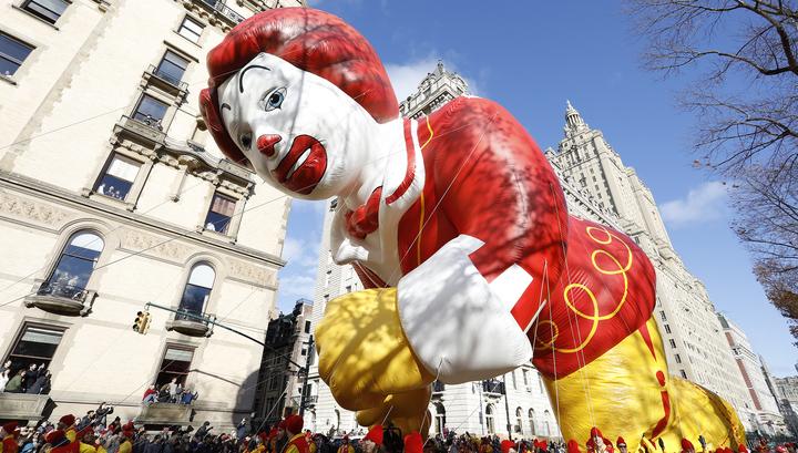 Парад в честь Дня благодарения в Нью-Йорке чуть не остался без надувных фигур из-за ветра