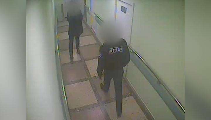 Помощь ему все же оказали: пьяный пациент избил врача и охранника