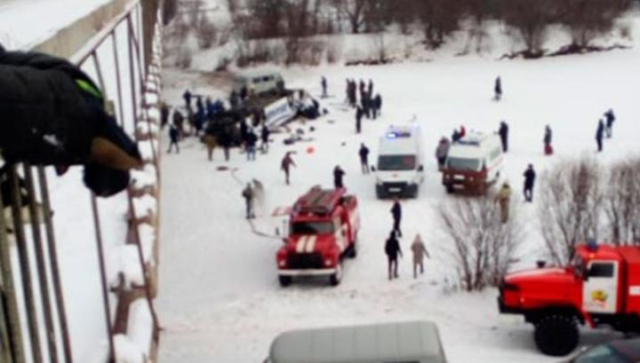 В Забайкалье автобус с пассажирами упал в реку