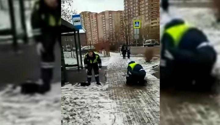 Напавшего с ножом на полицейского пешехода в Мытищах сняли на видео