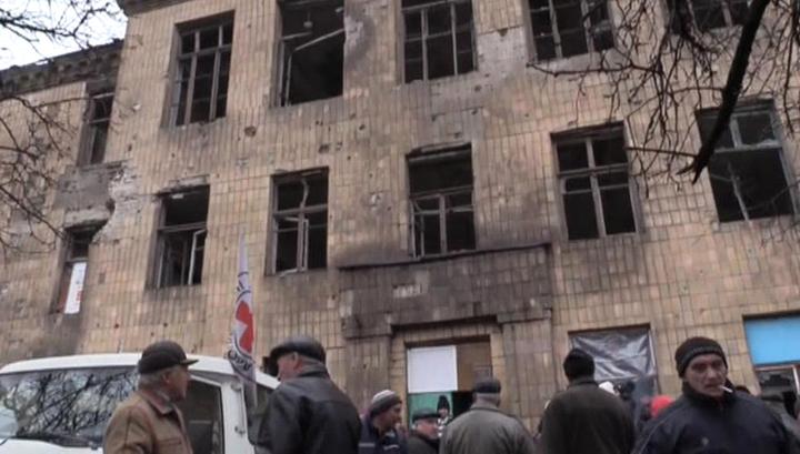 Жизнь под обстрелом: в Донбассе надеются, что Украина прекратит войну
