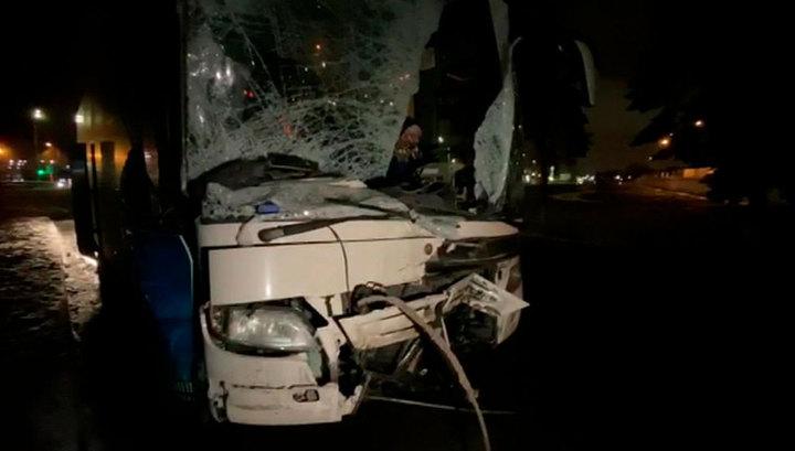 В Подмосковье пассажирский автобус врезался в грузовик