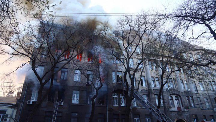 Прыгали из окон: при пожаре в центре Одессы пострадали не менее 10 человек