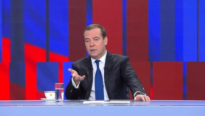 Медведев: безработица падает, ипотека снижается, доходы растут