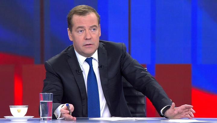 Медведев объяснил отставку своего кабмина и озвучил задачу нового