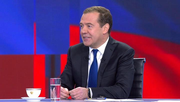 Медведев каждое утро занимается спортом, а рутинные дела выполняет под музыку