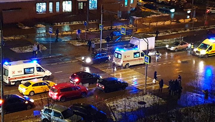 Машина сбила женщину с двумя детьми в Зеленограде