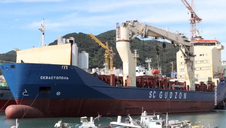 Посольство РФ следит за ситуацией с судном в Сингапуре