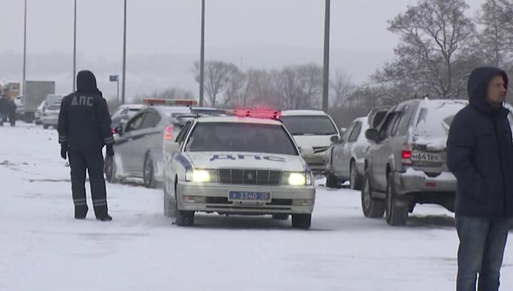 Снегопад во Владивостоке привел к столкновению почти 20 машин