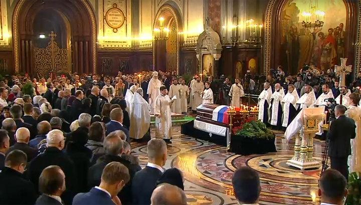 Патриарх совершил отпевание Юрия Лужкова