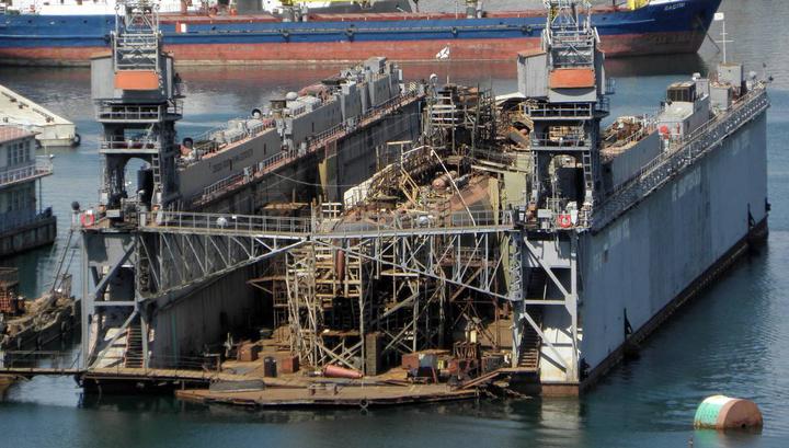 Затонувшая вместе с доком в Севастополе субмарина всплыла