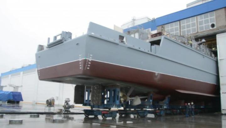 В Петербурге выведен из цеха уникальный противоминный корабль из стеклопластика