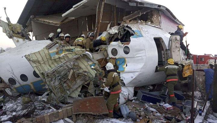 """""""Был страшный звук"""": пассажиры рассказали о неполадках на борту рухнувшего самолета Bek Air"""