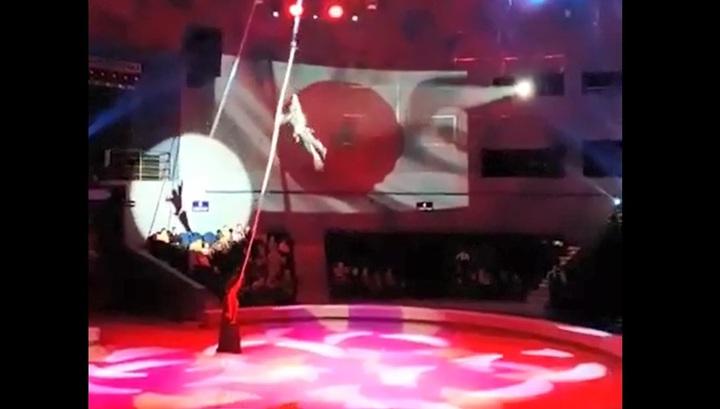 Гимнастка рухнула с высоты во время выступления во Владивостоке