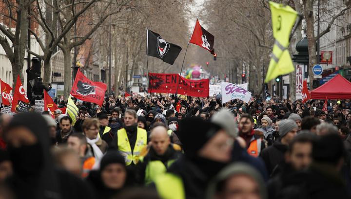 Парижская полиция применила газ против радикалов
