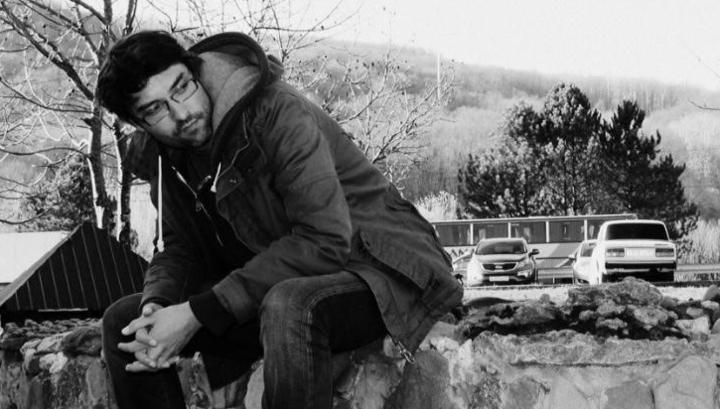 Jurnalist pəncərədən yıxılıb öldü