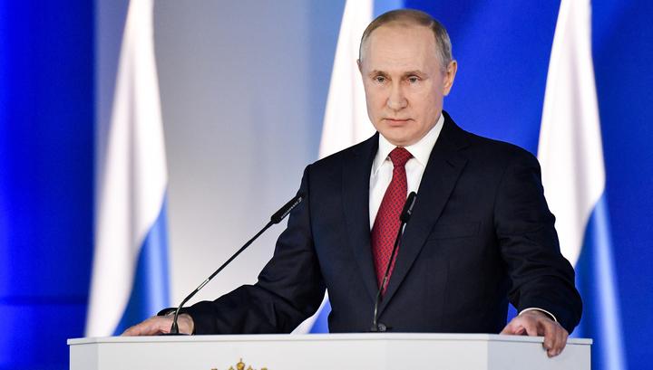 Президент объявил о приоритете Конституции в правовом пространстве России