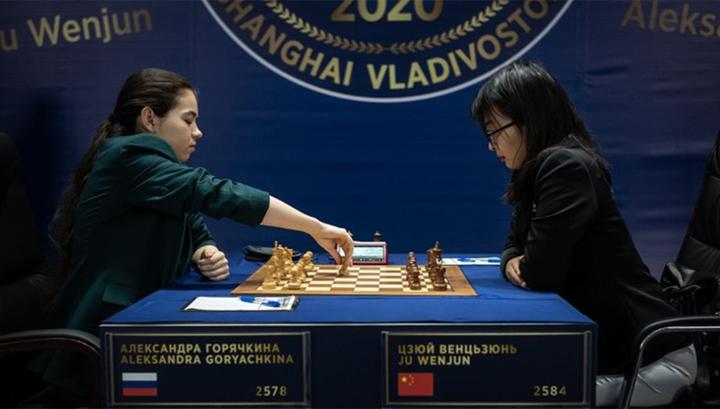 Александра Горячкина (слева) и Цзюй Вэньцзюнь
