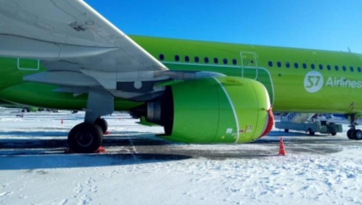 СК озвучил причину пожара в двигателе самолета компании S7 в Новосибирске