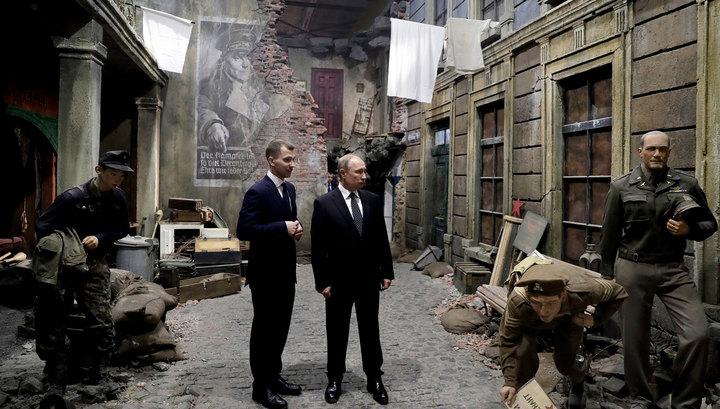 Путин ознакомился с 3D-панорамой, воссоздающей путь воина-освободителя