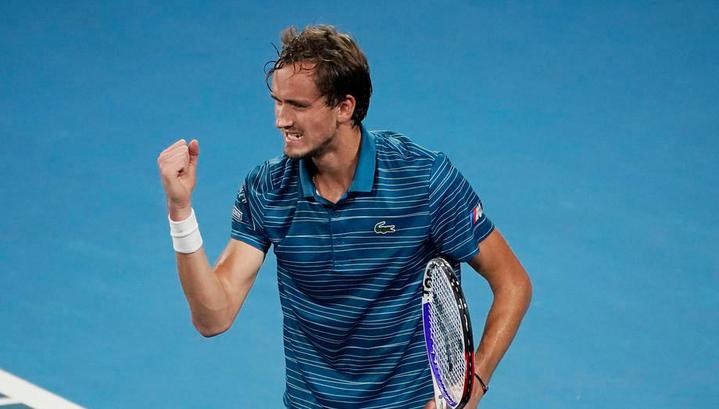 Даниил Медведев вышел в третий круг Australian Open