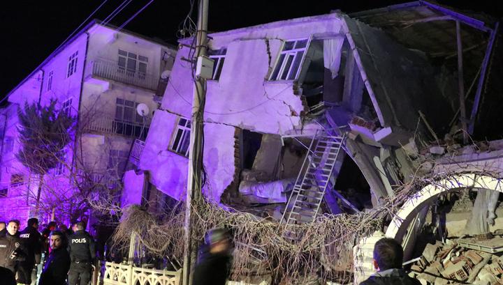 Число погибших при землетрясении на востоке Турции увеличивается