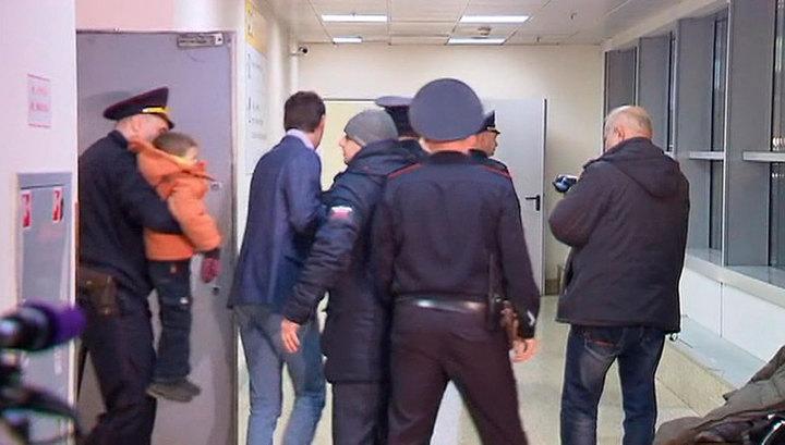 """""""Пока дети не по карману"""": почему Виктор Гаврилов бросил своих сыновей в Шереметьево"""