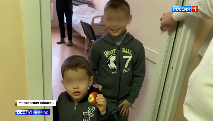 Отец брошенных в аэропорту детей - в розыске, к матери имеются вопросы