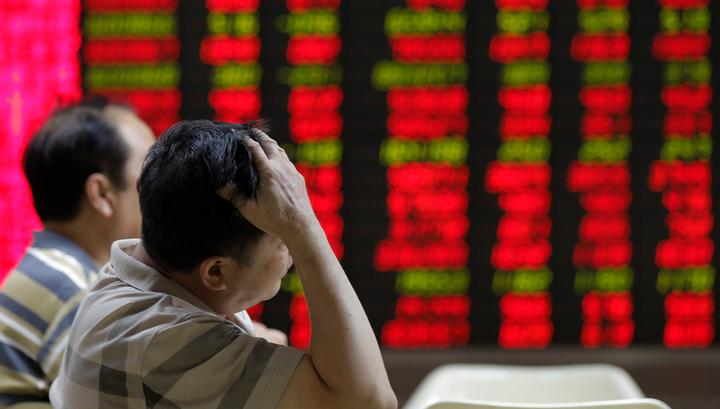 Китайские биржи открылись обвалом