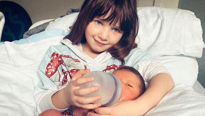 Милла Йовович рассказала о болезни новорожденной дочери