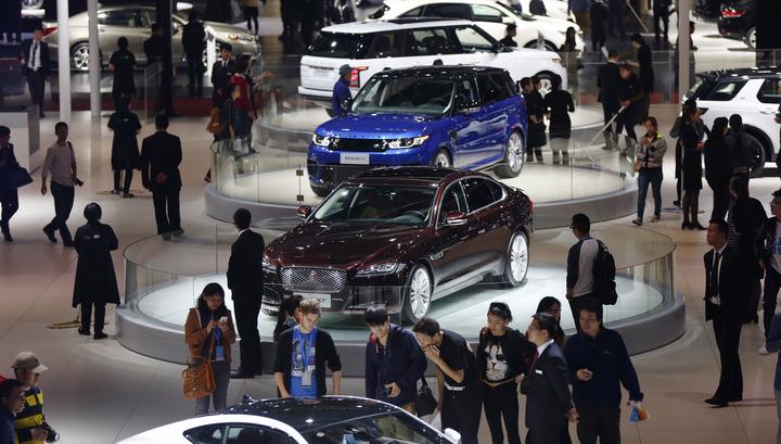 Продажи автомобилей в Китае в январе упали на 18%