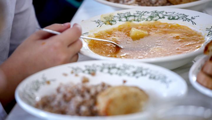 Мишустин подписал постановление о бесплатном питании для школьников