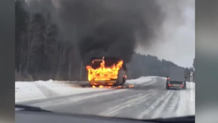 Под Тюменью загорелся автобус с детьми