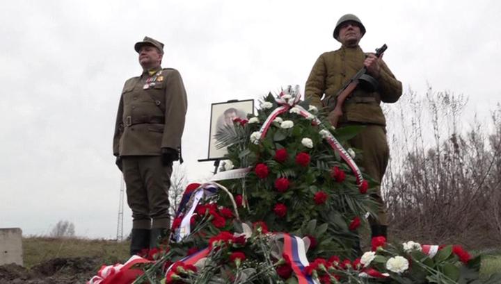 На месте снесенного памятника в Польше почтили память генерала Черняховского