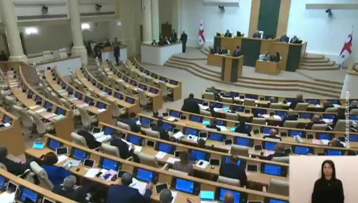 В грузинском парламенте внезапно включили гимн СССР