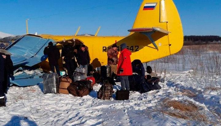 В Магадане самолет Ан-2 ударился о землю при взлете, есть пострадавшие