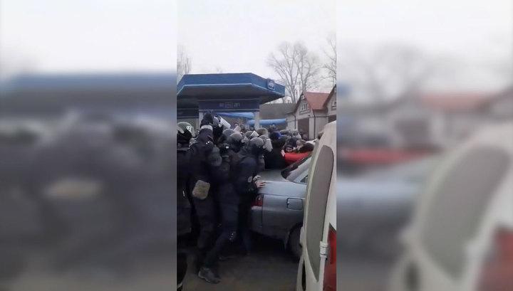 Украинцы перекрыли трассу, протестуя против возвращения сограждан из Китая