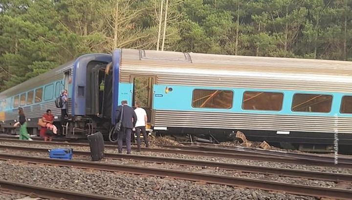 В Австралии сошел с рельсов поезд, два человека погибли