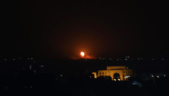 Обменялись ракетными ударами: Израиль обстрелял объекты террористов в секторе Газа