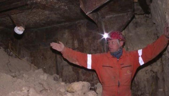Неизвестные разрушили подземный бункер, обнаруженный в центре Севастополя