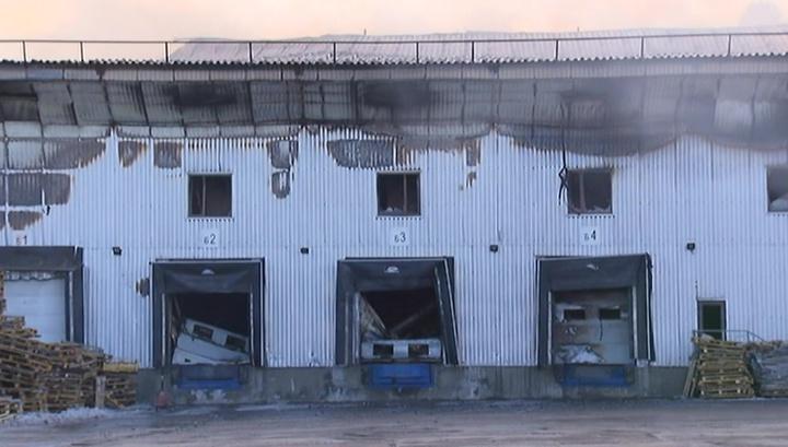 Пожарные справились с огнем на овощебазе в Подмосковье