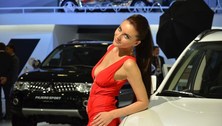 Девушки автосалона 2020 в москве автофинанс москва автоломбард