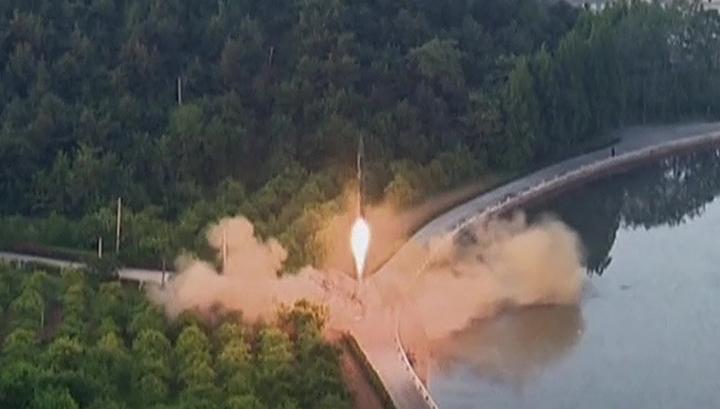 Ким Чен Ын присутствовал при испытаниях новых тактических ракет