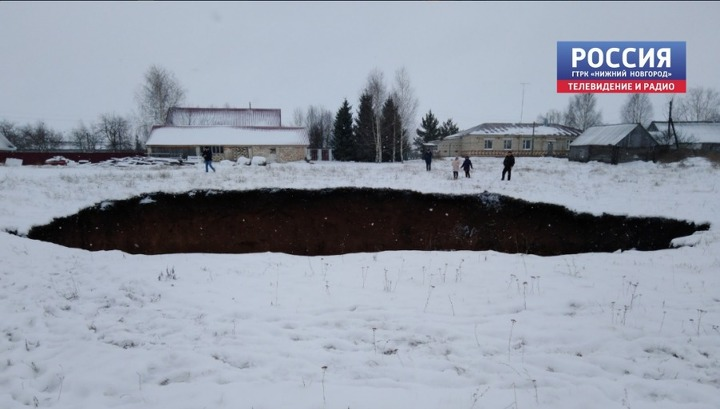 В Нижегородской области образовался огромный карстовый провал
