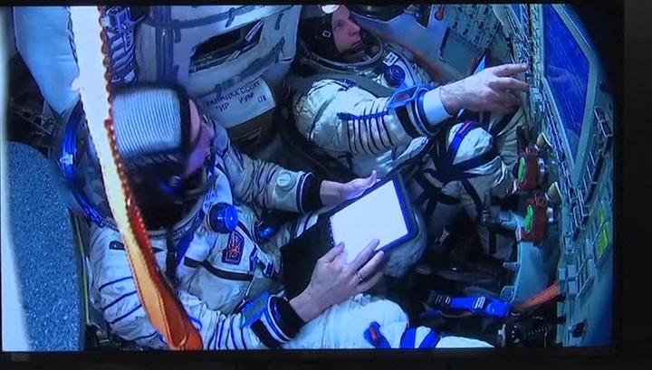 Новый экипаж МКС пожелал землянам оптимизма