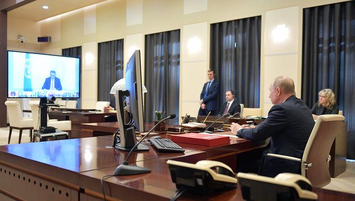 Красная папка, экран и переводчик: это все, что понадобилось Путину для участия в саммите G20