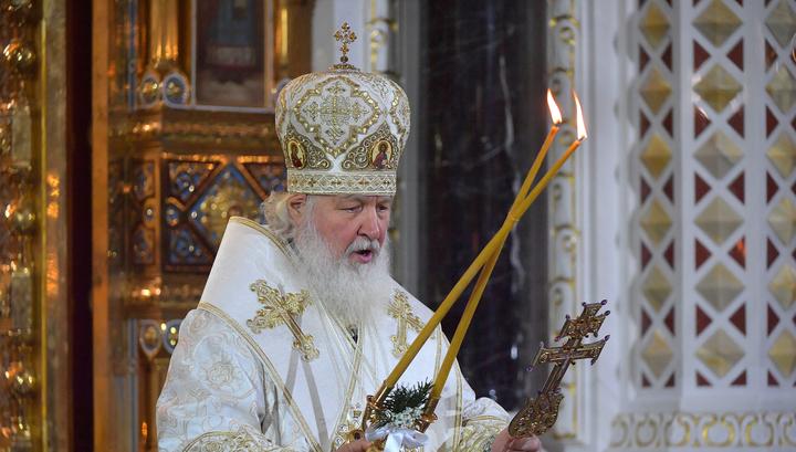Патриарх Кирилл призвал пока не ходить в храмы